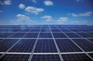 (Source : Fonroche - Concession Renault Libourne (33) - Puissance installée 827 kWc