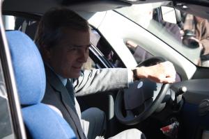 Vincent Bolloré, directeur général du groupe Bolloré, au volant d'une Bluecar (Photo : Anne-Claire Poirier)
