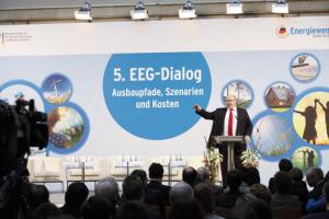 Peter Altmaier lors du 5è tour de discussions sur la réforme de la loi sur les EnR, le 5 mars 2013
