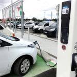 Borne de recharge pour voiture électrique à Avignon (Crédit : jean-louis zimmermann, Flickr)