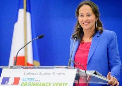 Ségolène Royal raconte qu'Emmanuel Macron l'a appelée pour lui expliquer qu'elle ne pouvait pas rester ministre