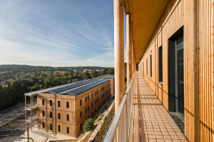 Toitures solaires installées à Aix-en-Provence par la filiale Valosun d'Aqua. (Crédit : Aqua)