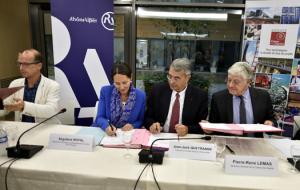 Signature de la convention le 16 octobre, en présence de Ségolène Royal.