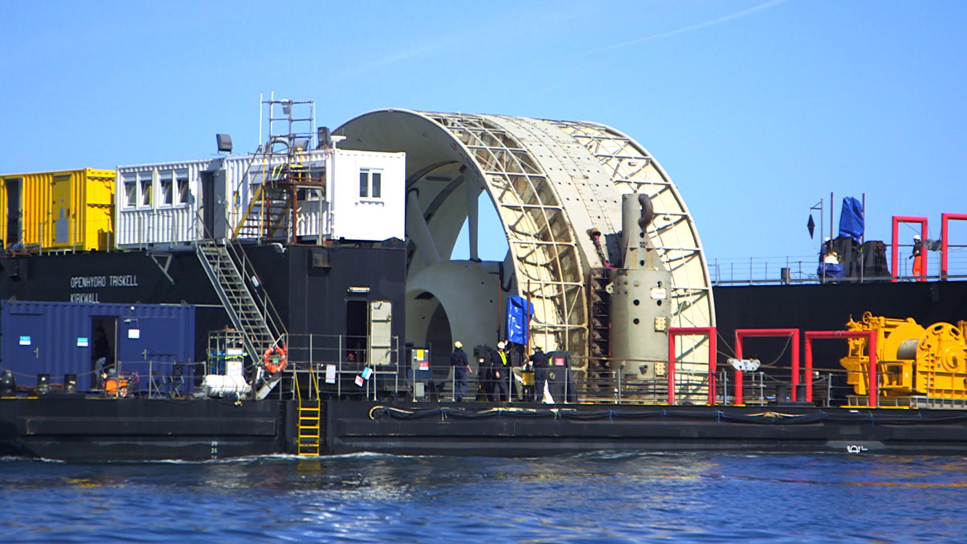 Hydrolienne OpenHydro sur sa barge Triskell sur le site d'essais de Paimpol-Bréhat. (Crédit : OpenHydro)