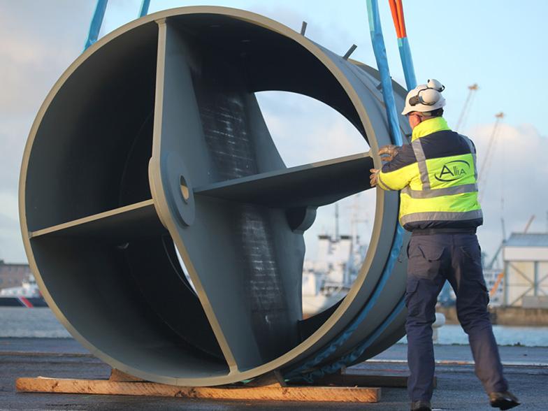Le démonstrateur de l'hydrolienne D10, lors de son montage cet hiver à Brest. (Crédit : Sabella)