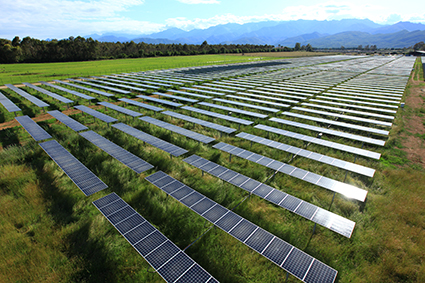 Centrale solaire photovoltaïque au sol de Porette de Nérone en Corse. (Crédit : Compagnie du Vent)
