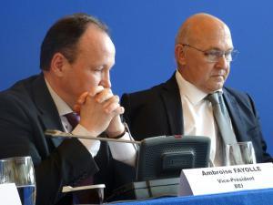 Ambroise Fayolle, vice-président de la BEI et Michel Sapin, ministre des Finances, le 23 juillet à Bercy. (Crédit : Omnes Capital)