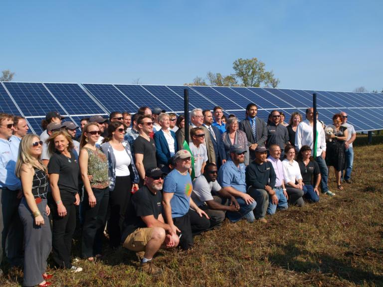 A New York, la première centrale solaire communautaire en service